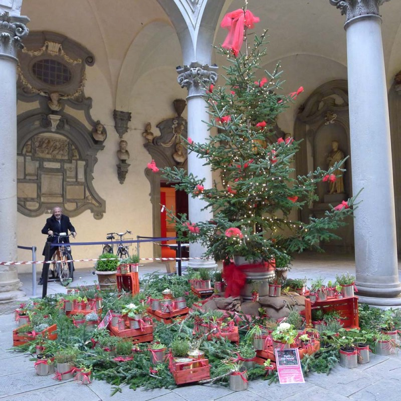Waldemar bicycle powering the Christmas lights at Palazzo Medici Ricardi